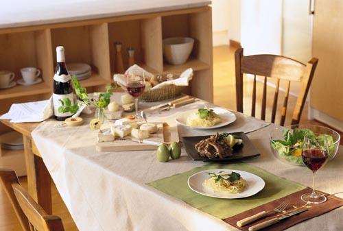 在英国做客时餐桌上的礼节