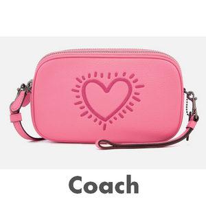 【Coach X Keith Haring】Coach X Keith Haring粉色斜挎包在线7折+折上20%OFF